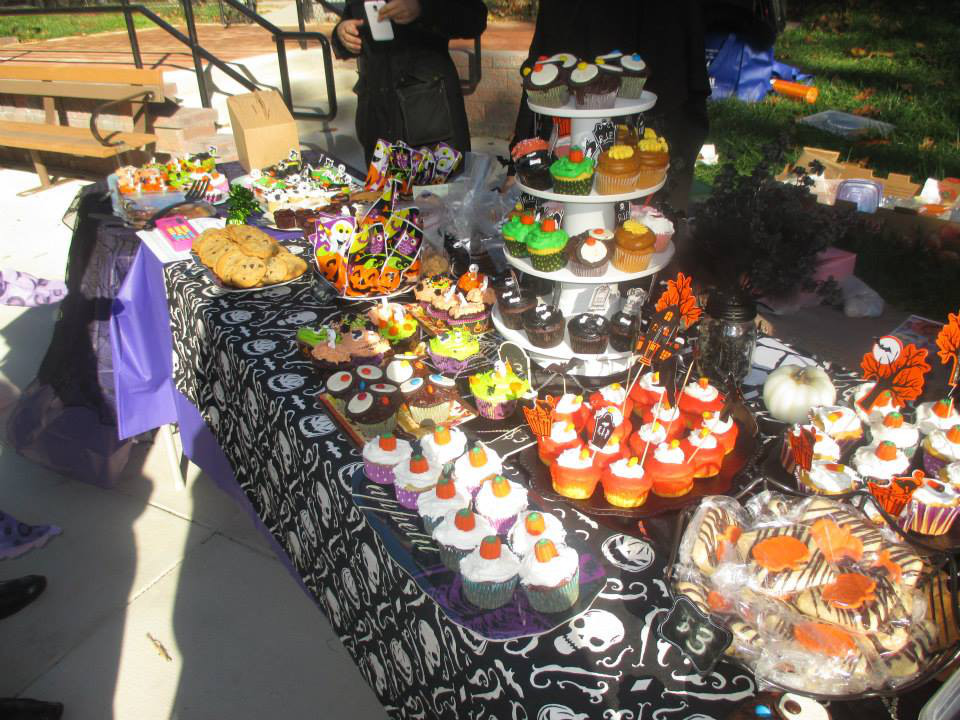 fh playground halloween bake sale 2 forest hills connection news and life in our dc. Black Bedroom Furniture Sets. Home Design Ideas
